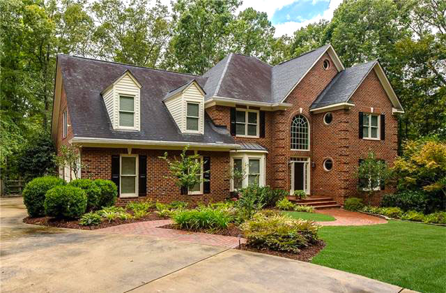 beautiful red brick house in Charlotte